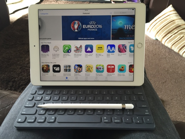 "Apple iPad Pro 9.7"" with Keyboard and Apple Pencil"