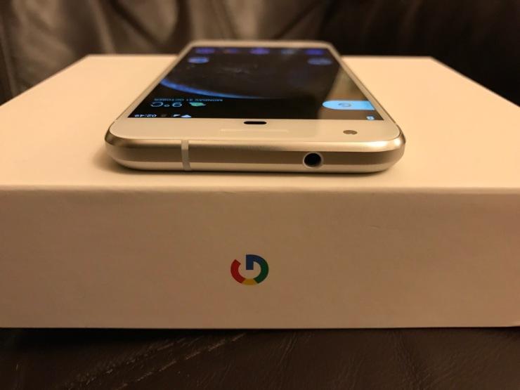 Google Pixel Very Silver Headphone Jack