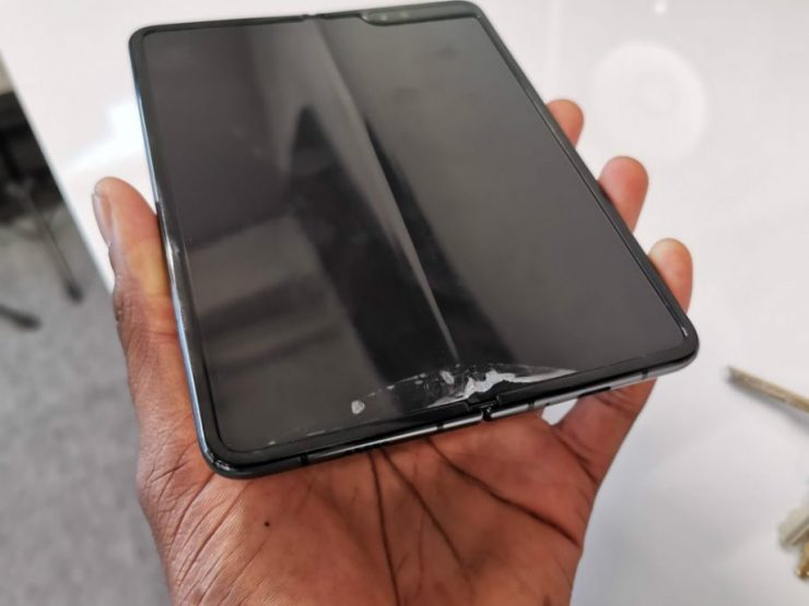 MKBHD removes the protector